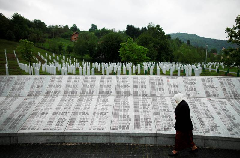 https: img.okezone.com content 2018 08 16 18 1937497 as-kritik-upaya-serbia-tutupi-sejarah-pembantaian-muslim-srebrenica-5a6BZXHJna.jpg