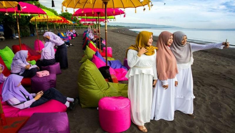 https: img.okezone.com content 2018 08 18 406 1938371 bangganya-halal-tourism-indonesia-terbaik-di-dunia-ini-daerah-daerahnya-tiwCsEYBpH.jpg