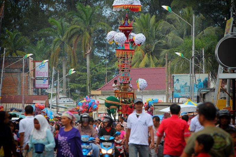 https: img.okezone.com content 2018 08 18 406 1938409 danau-sentani-cap-go-meh-hingga-tabuik-aneka-festival-kebudayaan-menarik-di-indonesia-xNshnxWZ1H.jpg