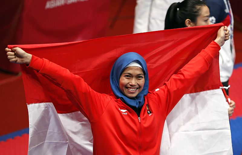 https: img.okezone.com content 2018 08 19 601 1938627 profil-defia-rosmaniar-peraih-medali-emas-pertama-untuk-indonesia-di-asian-games-2018-9W1xUuGRgR.jpg