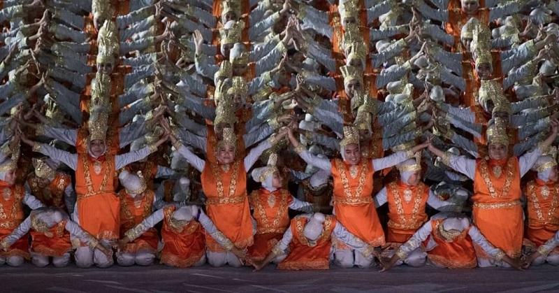 https: img.okezone.com content 2018 08 20 194 1938829 rahasia-di-balik-ajaibnya-perubahan-warna-kostum-penari-ratoh-jaroe-di-opening-ceremony-asian-games-2018-LT3XE3QZMA.jpg