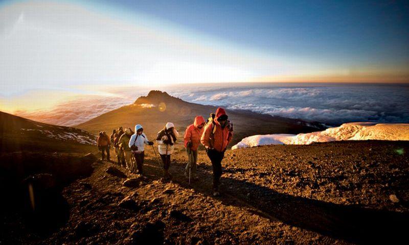 https: img.okezone.com content 2018 08 20 406 1938711 mengenal-caca-pendaki-cilik-penakluk-10-gunung-di-indonesia-OKTsD0SoxN.jpg