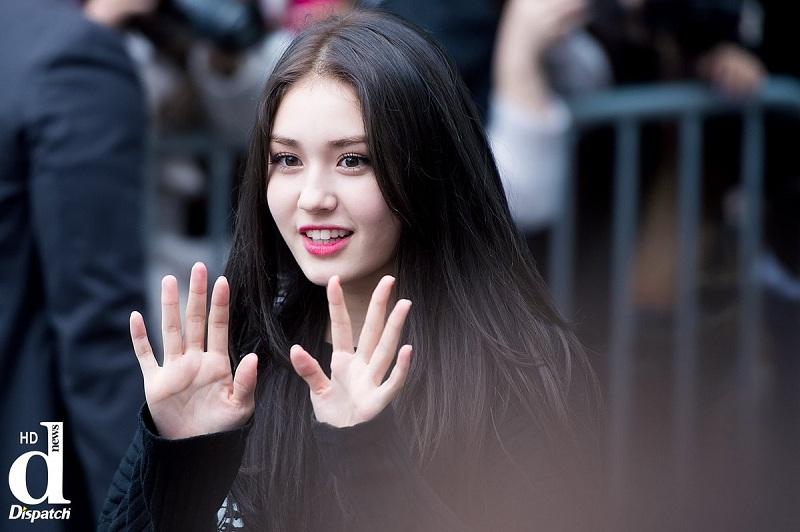 https: img.okezone.com content 2018 08 21 205 1939400 jeon-somi-hengkang-jyp-entertainment-pastikan-rilis-girl-band-baru-xAeAKKznc4.jpg