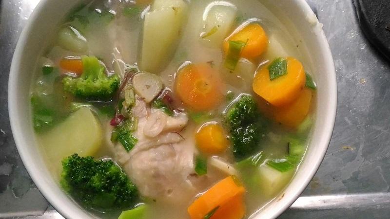 https: img.okezone.com content 2018 08 21 298 1939692 rekomendasi-resep-sup-ayam-kampung-dan-ayam-sisit-bali-menu-sarapan-praktis-dan-lezat-Hv7G9gZwdW.jpg