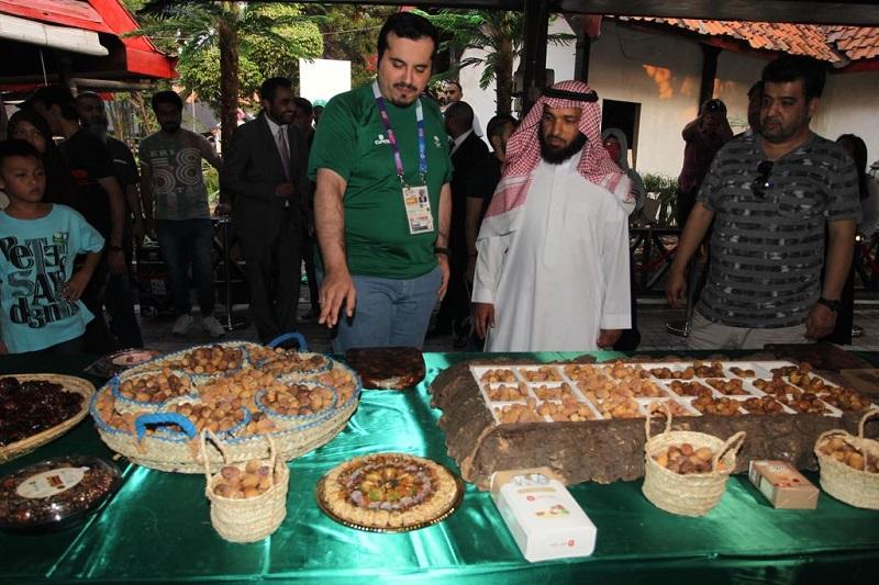 https: img.okezone.com content 2018 08 24 406 1941007 masuki-hari-ke-5-animo-masyarakat-kunjungi-festival-kerajaan-arab-saudi-di-jakarta-makin-meningkat-cBh8yKjwAc.jpeg