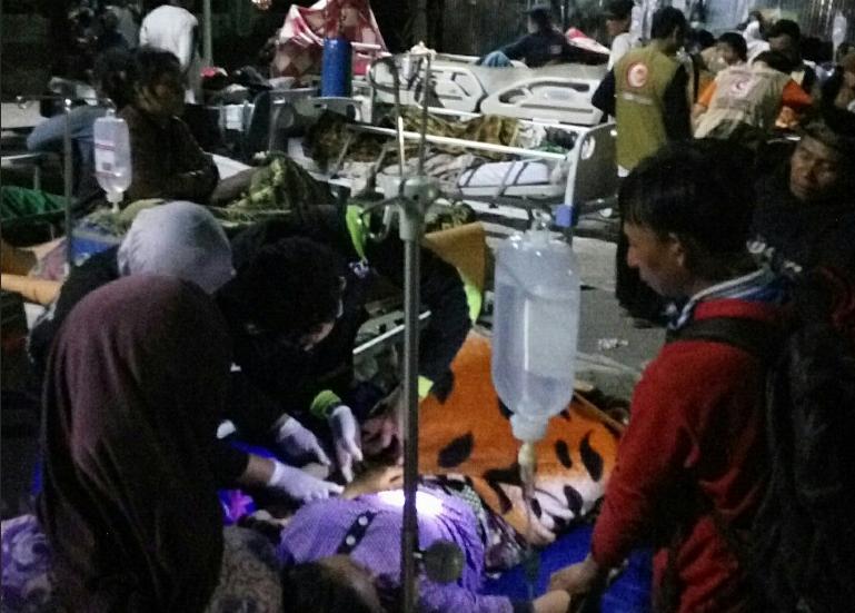 https: img.okezone.com content 2018 08 25 340 1941292 jumlah-korban-meninggal-dunia-pascagempa-lombok-bertambah-jadi-563-orang-w3dCnaRWhY.png