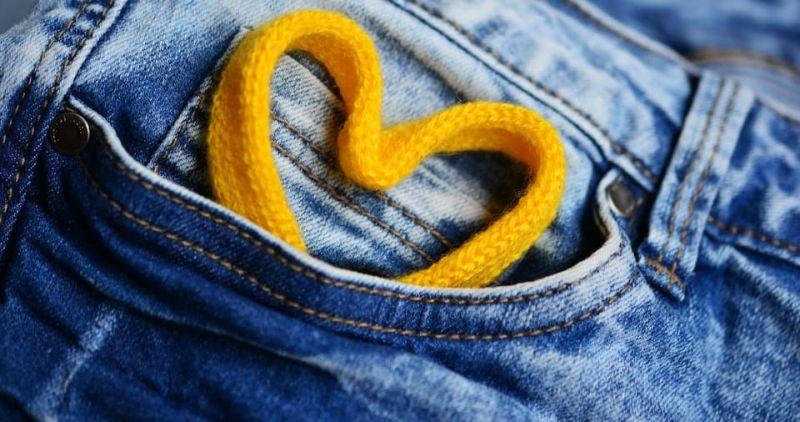 https: img.okezone.com content 2018 08 27 194 1942035 peneliti-buktikan-kantong-celana-jeans-wanita-lebih-kecil-daripada-pria-NFh5ZJgvif.jpg