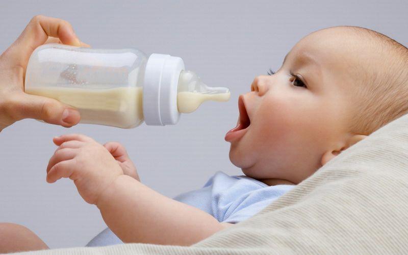 https: img.okezone.com content 2018 08 28 196 1942622 susui-bayi-malnutrisi-saat-bertugas-polwan-ini-banjir-pujian-dari-netizen-MCMUhsT1Ne.jpg