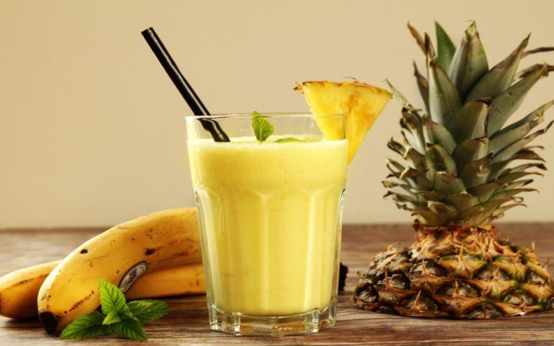 https: img.okezone.com content 2018 08 28 298 1942505 segarnya-menyeruput-smoothie-pisang-nanas-22BNTKytqg.jpg
