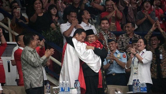 Ini Kesan Jokowi Dipeluk Hanifan Bareng Prabowo di Final ...