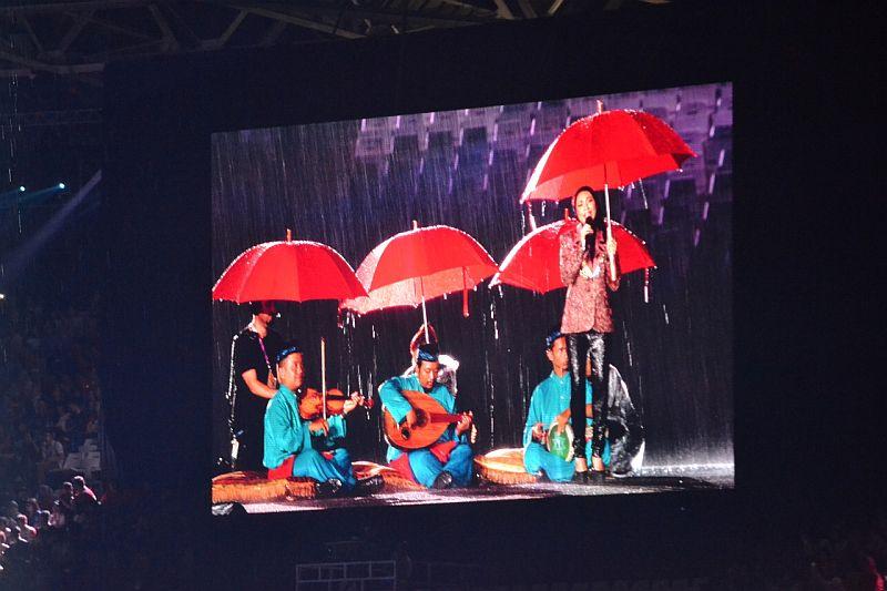 https: img.okezone.com content 2018 09 02 601 1944912 preshow-upacara-penutupan-asian-games-2018-ditemani-hujan-deras-WOrnKfLCV6.jpg