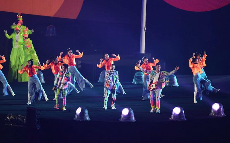 https: img.okezone.com content 2018 09 03 33 1945031 rayi-ran-terharu-saat-penonton-stadion-gbk-ikut-menyanyi-OqcF7F19Tt.jpg