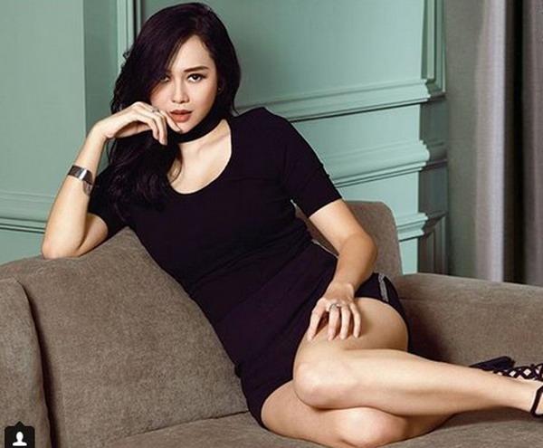 https: img.okezone.com content 2018 09 04 33 1945780 aura-kasih-pamer-body-seksi-begini-komentar-uus-IwnvzFx84E.jpg