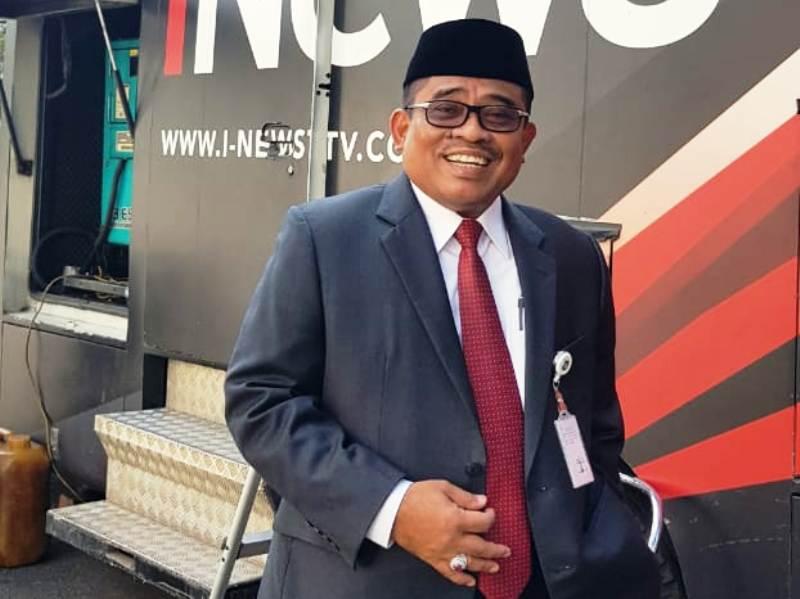 https: img.okezone.com content 2018 09 05 340 1946412 nurdin-abdullah-resmi-jadi-gubernur-sulsel-sumarsono-beres-beres-rumah-dinas-46G3LAJo41.jpg