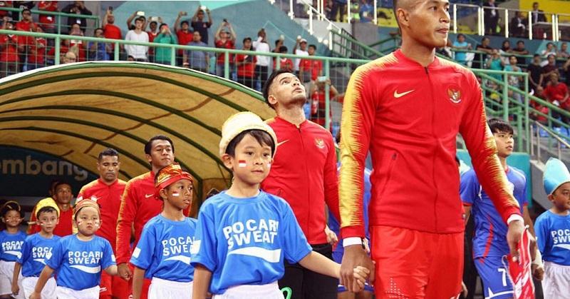 https: img.okezone.com content 2018 09 07 196 1947335 haru-dan-bangga-melani-putri-lihat-anaknya-jadi-player-escort-sepakbola-asian-games-2018-Bco1dgGwSZ.jpg
