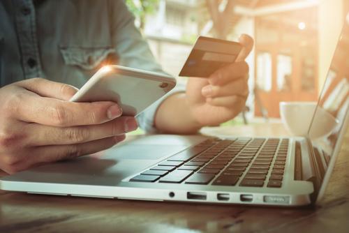 https: img.okezone.com content 2018 09 07 207 1947343 rupiah-melemah-tak-pengaruhi-penjualan-gadget-baru-di-e-commerce-vEvLgszDgx.jpg
