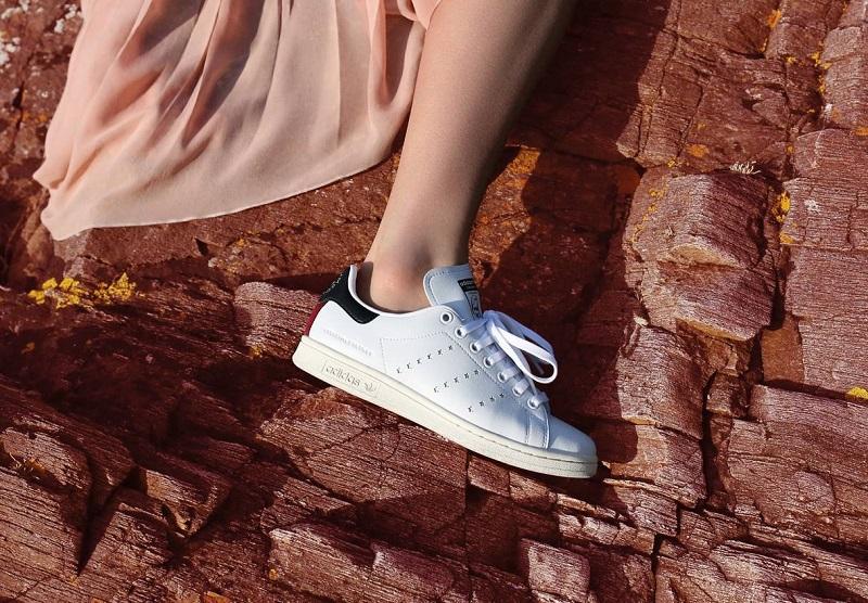 https: img.okezone.com content 2018 09 08 194 1947885 adidas-merilis-sepatu-vegan-pertama-di-dunia-Iz5MIZrHoK.jpg