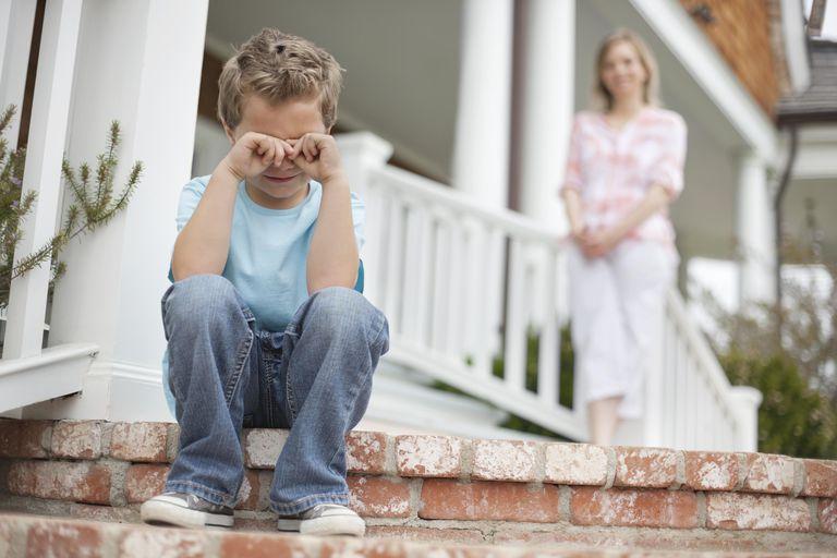https: img.okezone.com content 2018 09 10 196 1948612 moms-begini-trik-menghadapi-si-kecil-yang-suka-melawan-gKfD6Djvxh.jpg