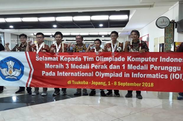 https: img.okezone.com content 2018 09 10 65 1948344 selamat-indonesia-raih-4-medali-olimpiade-komputer-di-jepang-lkUE6CWW0m.jpg