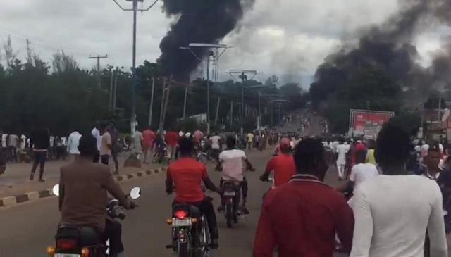 https: img.okezone.com content 2018 09 11 18 1948862 truk-tangki-gas-di-nigeria-meledak-35-orang-meninggal-pneUv8ljhq.jpg