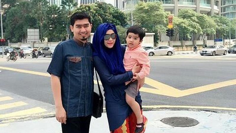 https: img.okezone.com content 2018 09 11 33 1949001 libur-tahun-baru-islam-april-jasmine-tengok-anaknya-di-pesantren-jHUg0OuhkY.jpg