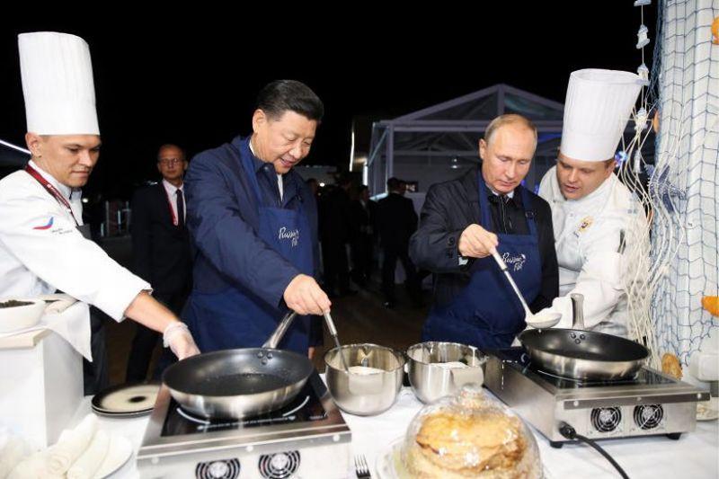 https: img.okezone.com content 2018 09 12 298 1949392 serunya-vladimir-putin-dan-xi-jinping-buat-pancake-bertoping-caviar-PwINXS8HR5.jpg