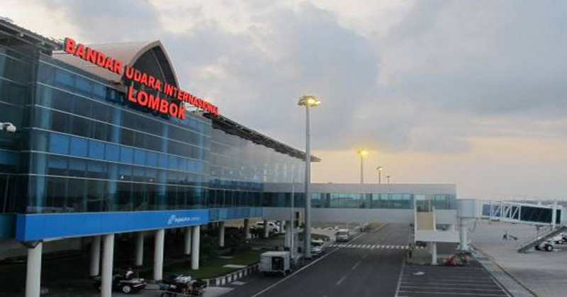 https: img.okezone.com content 2018 09 12 337 1949495 bandara-lombok-ganti-nama-elite-demokrat-modus-baru-jokowi-ambil-alih-prasasti-sby-cH9zbmeYkf.jpg