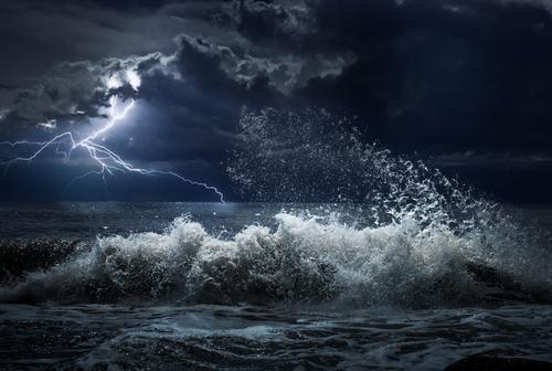 https: img.okezone.com content 2018 09 12 56 1949608 siklon-tropis-mangkhut-picu-hujan-lebat-dan-gelombang-badai-zks8CyGBnz.jpg