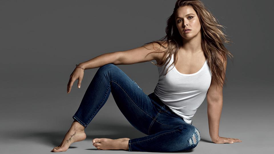 https: img.okezone.com content 2018 09 14 481 1950273 5-wanita-yang-miliki-perut-sixpack-bikin-pria-pria-sakit-kepala-F1Iu5WR3Qn.jpg