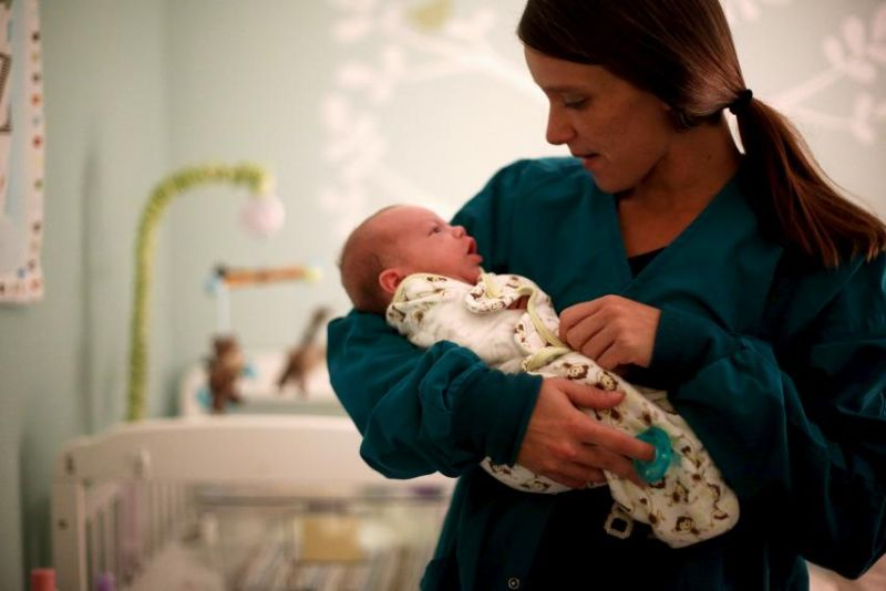 https: img.okezone.com content 2018 09 14 481 1950305 hati-hati-jangan-biarkan-bayi-baru-lahir-dicium-sembarangan-orang-bisa-membahayakan-nyawanya-QVUIqVoNKg.jpg