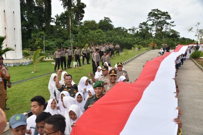 https: img.okezone.com content 2018 09 17 340 1951841 di-batas-papua-nugini-ansor-bentangkan-bendera-merah-putih-1-500-meter-gerVY3bBpg.jpg
