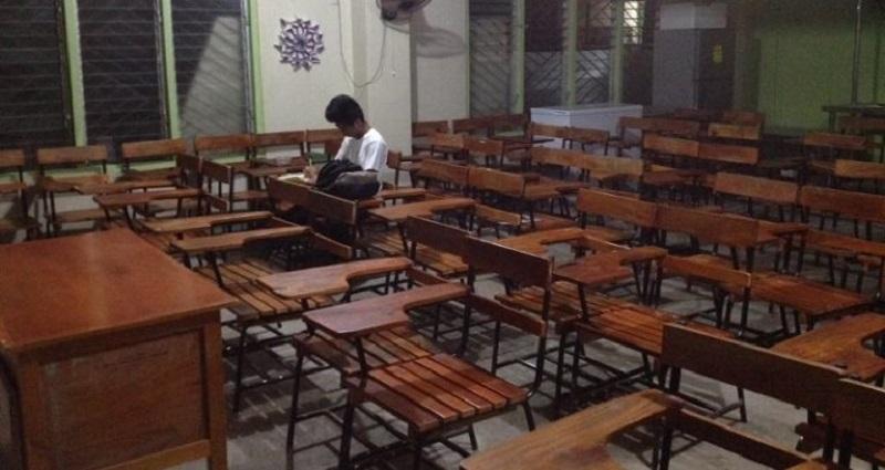 https: img.okezone.com content 2018 09 19 196 1952700 tak-ada-listrik-pelajar-di-filipina-ini-kerjakan-pr-di-sekolah-malam-malam-fotonya-viral-rbDpNtxALG.jpg