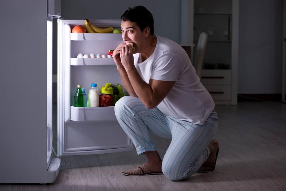 https: img.okezone.com content 2018 09 19 481 1952690 waspada-sering-makan-terlalu-malam-bisa-tingkatkan-risiko-kanker-Uo7OhNHusq.jpg