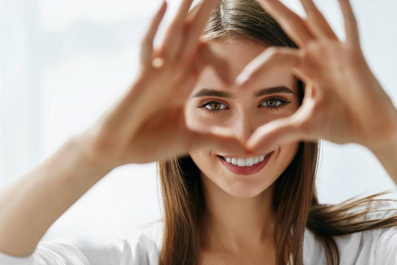 pasien dengan kondisi mata yang sudah parah akibat penggunaan kacamata ion nano.