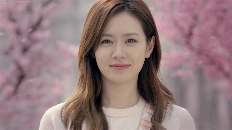 https: img.okezone.com content 2018 09 24 206 1955062 cara-son-ye-jin-atasi-stres-saat-syuting-film-the-negotiation-zDAyJsCIgT.jpg