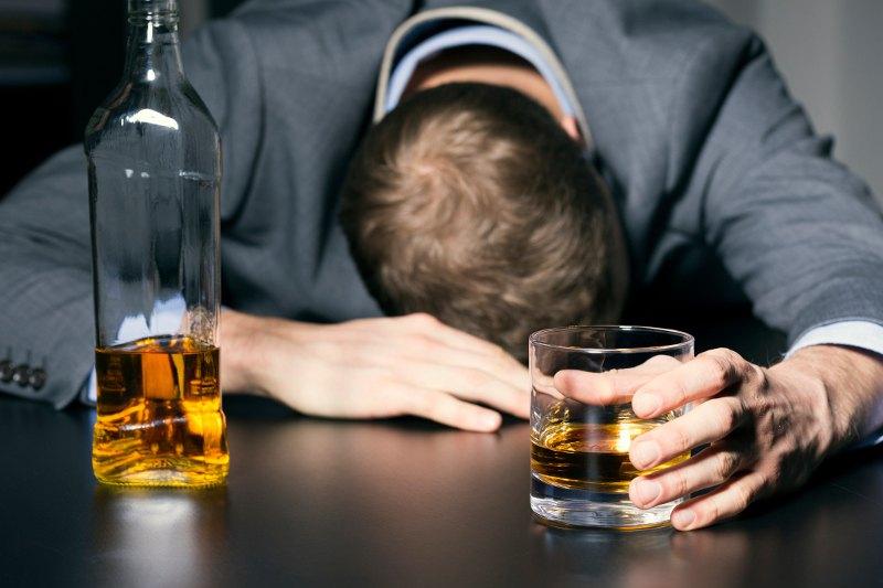 https: img.okezone.com content 2018 09 25 481 1955330 bukan-mitos-sering-minum-alkohol-bisa-picu-kerusakan-saraf-hHXgaVHP5H.jpg