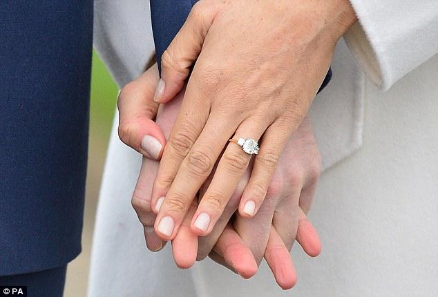 https: img.okezone.com content 2018 09 27 194 1956558 istana-buckingham-jual-replika-cincin-tunangan-meghan-markle-harganya-murah-banget-fUGDW9TSad.jpg