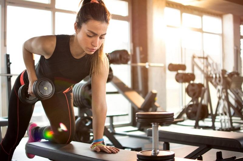 https: img.okezone.com content 2018 09 27 481 1956303 olahraga-seperti-apa-yang-paling-banyak-bakar-kalori-ini-kata-ahlinya-UB2cyWSeh4.jpg
