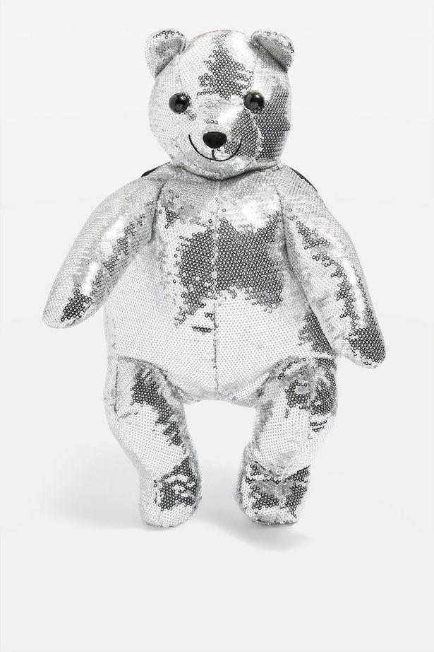 https: img.okezone.com content 2018 09 28 194 1956754 tren-kembali-tas-teddy-bear-jadi-fashion-item-favorit-99T4sNgHlH.jpg