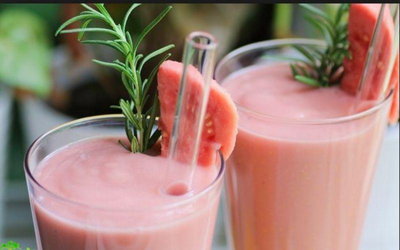 https: img.okezone.com content 2018 09 28 298 1956788 enak-juga-lezat-bikin-smoothie-jambu-biji-apel-yuk-FVAh4OfzFl.jpg