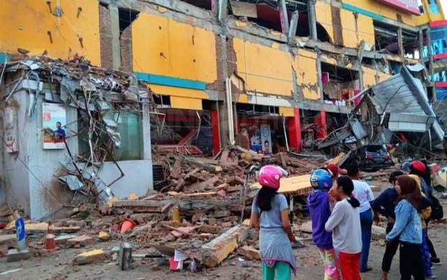 https: img.okezone.com content 2018 10 01 340 1958063 truk-pengangkut-bantuan-untuk-korban-tsunami-palu-dijarah-di-pasangkayu-bLtQoCeJGT.jpg