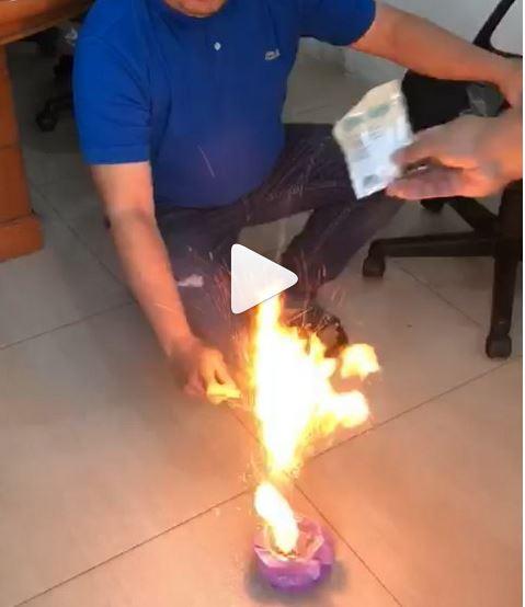 https: img.okezone.com content 2018 10 01 481 1957887 viral-bubuk-kopi-terbakar-saat-disulut-api-bpom-produk-itu-aman-Oktn4sc7MD.JPG