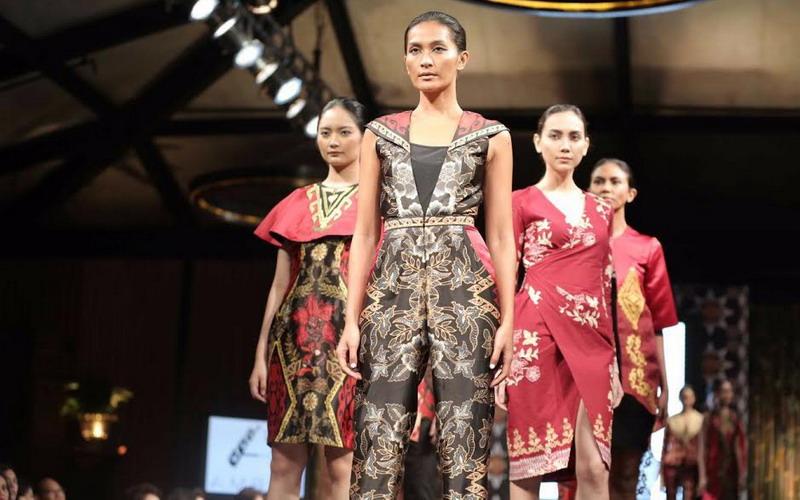 https: img.okezone.com content 2018 10 02 194 1958488 cara-gampang-merawat-batik-agar-tetap-terlihat-seperti-baru-m5zDRM0PFo.jpg