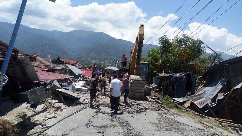 https: img.okezone.com content 2018 10 02 320 1958395 dilanda-gempa-tsunami-seleksi-cpns-di-sulteng-terancam-ditunda-slyV0yR6lL.jpg
