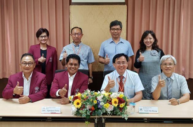 https: img.okezone.com content 2018 10 03 1 1959132 rektor-untar-beri-kuliah-umum-di-kampus-kun-shan-university-taiwan-8hq5SgE6hZ.JPG