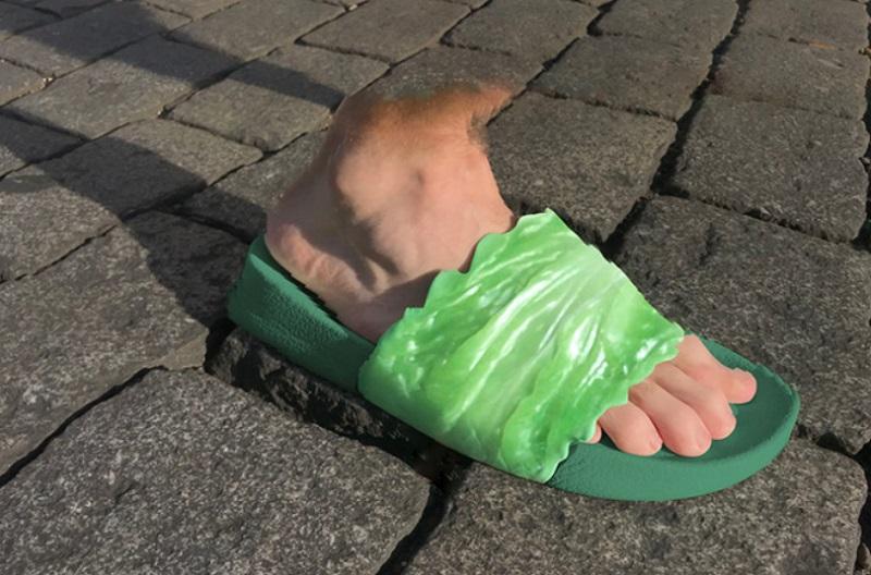 https: img.okezone.com content 2018 10 03 194 1959084 sandal-dengan-aksesori-sayuran-ini-dibanderol-rp1-9-juta-minat-G2ZAa0gW7f.jpg