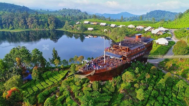 Rekomendasi 4 Tempat Makan Di Bandung Dengan Panorama Alam