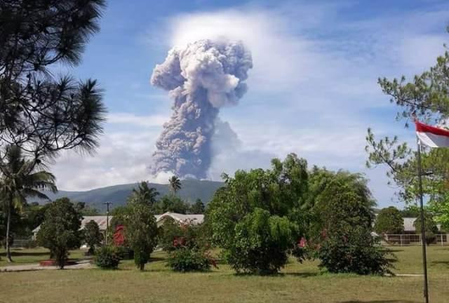 https: img.okezone.com content 2018 10 04 340 1959807 7-pendaki-berhasil-dievakuasi-dari-gunung-soputan-dtT31jbv52.jpg
