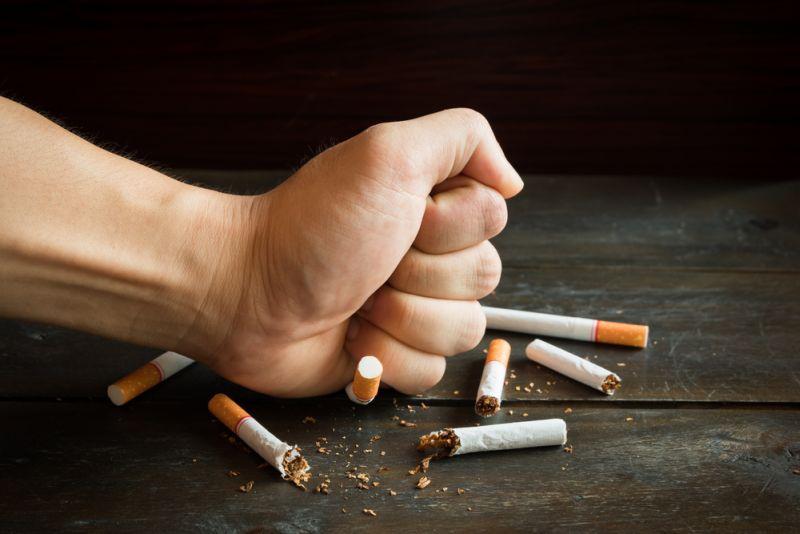 NHS mengklaim risiko kanker paru-paru juga akan menurun setelah 10 tahun berhenti merokok.