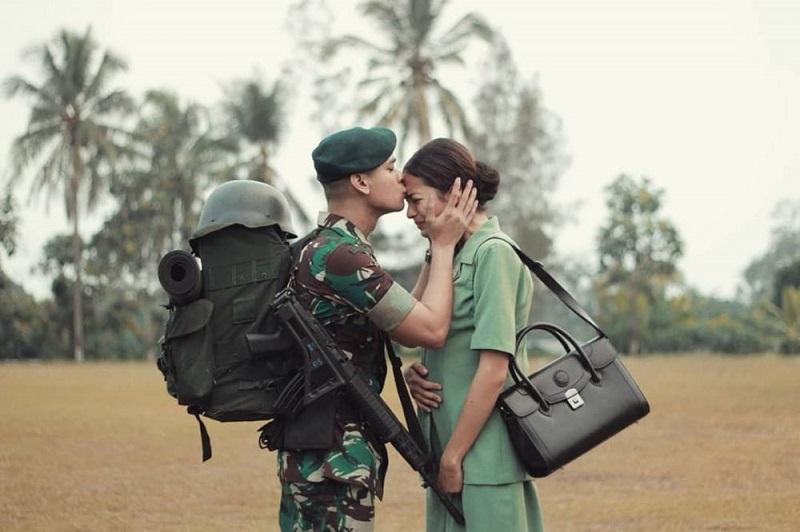 930 Gambar Romantis Yang Mengharukan HD Terbaik